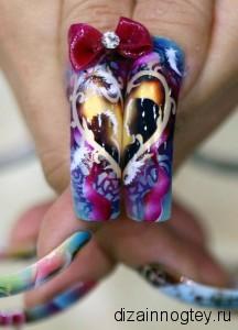 Длинный дизайн ногтей с росписью