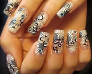 По каким причинам могут отпадать нарощенные ногти