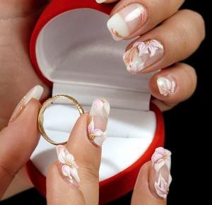 Вариант свадебного маникюра