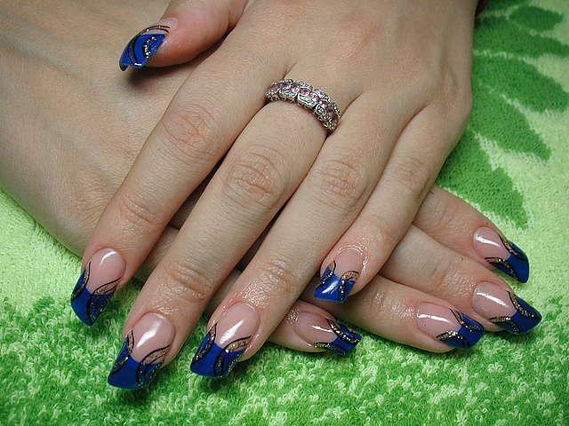 Ногти с синим дизайном