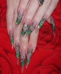 Острая форма зеленого дизайна ногтей