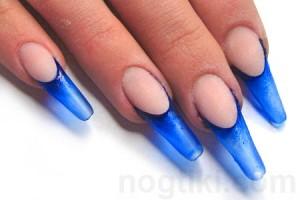 синий цвет лака для ногтей в дизайне