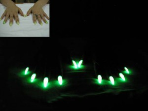Светящиеся ногти для любителей клубной жизни
