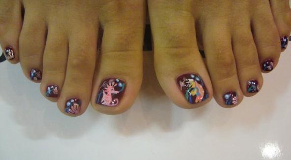 Нарощенные ногти на ногах