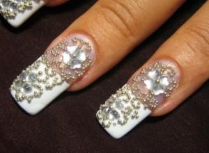 Фото свадебного дизайна ногтей со стразами