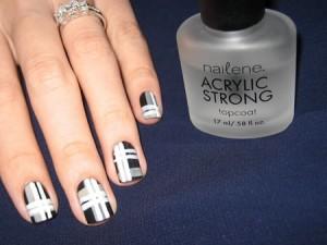 Сочетание линий на коротких ногтях