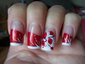 Дизайн ногтей со стразами, выполненный в китайском стиле фото | Дизайн ногтей со стразами, выполненный в китайском стиле