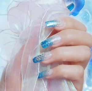 Нарощенные ногти со стразами фото | Нарощенные ногти со стразами