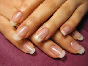 Натуральные ногти квадратной формы нужно корректировать каждые три дня